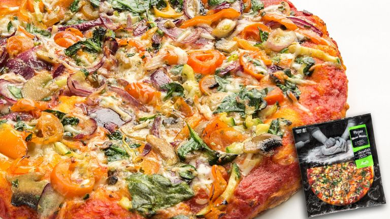 Pizza vegetal con queso curado